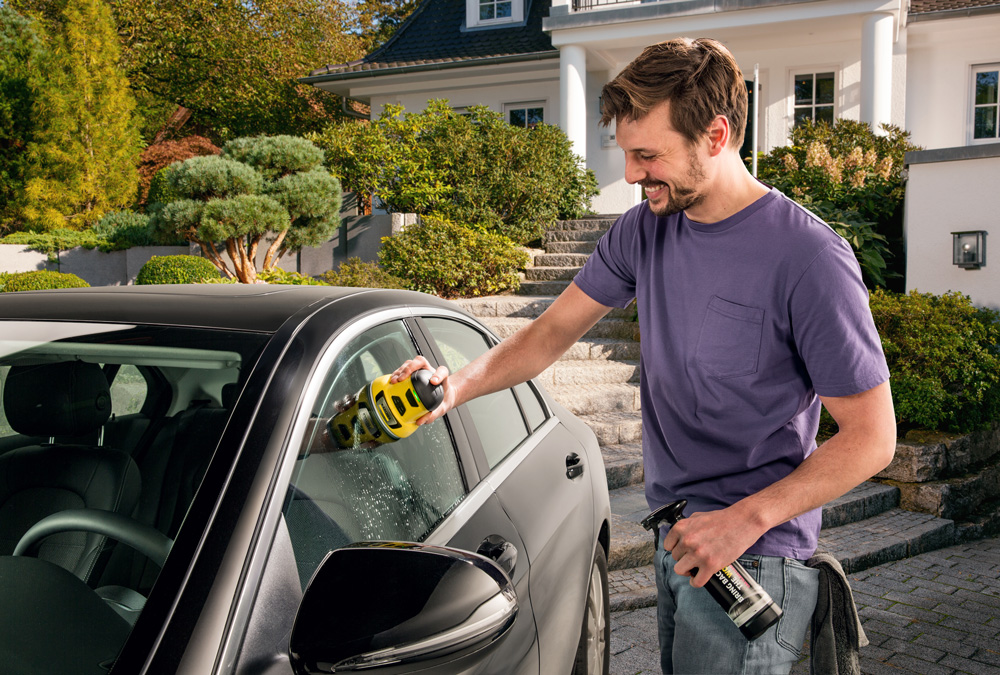 Autoscheiben-Reinigungsset erweitert Einsatzbereich des elektrischen Eiskratzers EDI 4