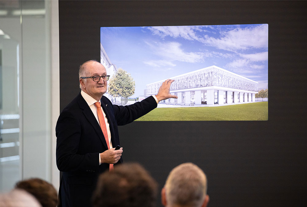 JURA-CEO Emanuel Probst begrüsst zum Startschuss des Projekts «JURA Campus».