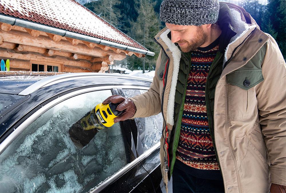 Der EDI 4 entfernt selbst dicke und hartnäckige Eisschichten von Autoscheiben schnell und mühelos!