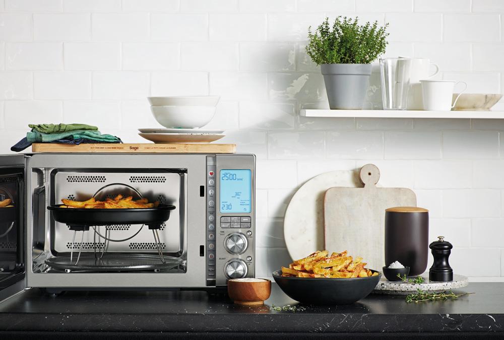 Umluftofen, Mikrowelle und Heißluftfritteuse in einem: Sage Appliances stellt Combi Wave™ 3 in 1 vor